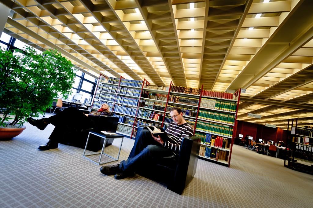 Eingeschlafen in der Bibliothek